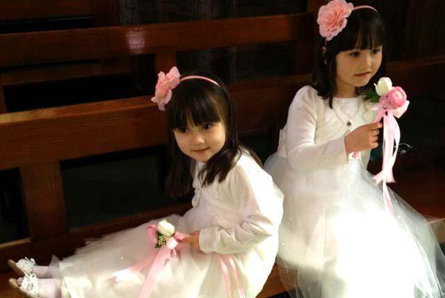 イギリスの結婚式でのフラワーガール