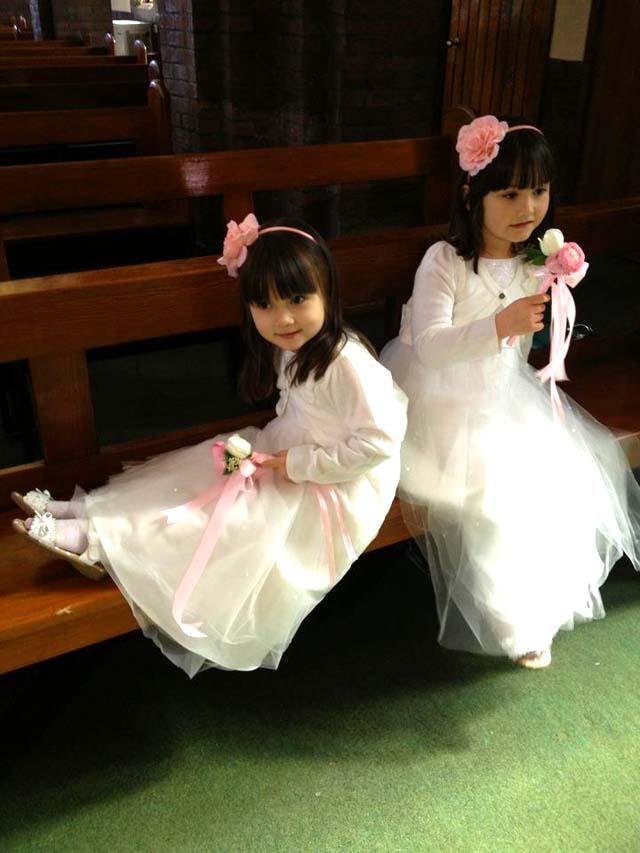 イギリスの結婚式のフラワーガール