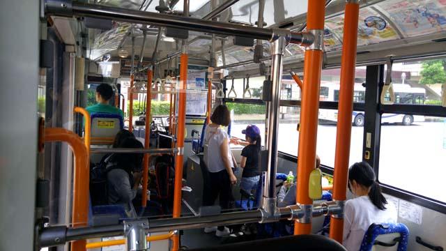 埼玉こども動物自然公園行きバス・内部